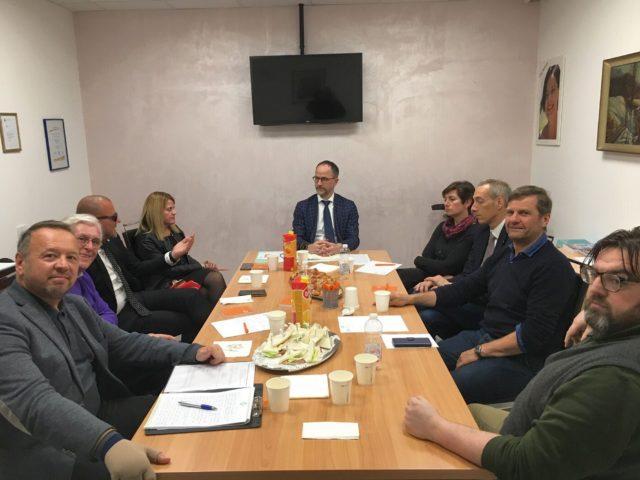 L'incontro dei presidenti e dei direttori delle Associazioni riunite in Rete Economia-Wirtschaftsnetz con il nuovo direttore di IDM Südtirol, Erwin Hinteregger