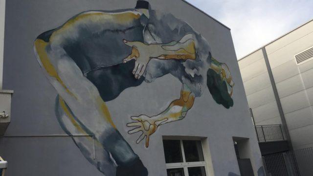 Facciata del centro giovanile nologo di Laives
